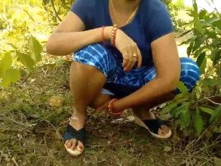 Desi aunty gets cum in her pussy