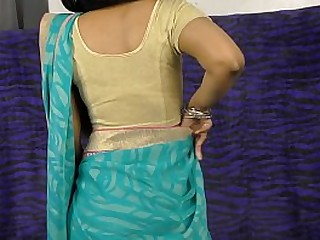 Desi girl with big ass showing her pussy while dancing