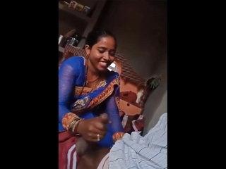Desi Bhabhi Giving Handjob To her Lover
